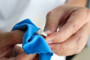 How to clean silver jewlery